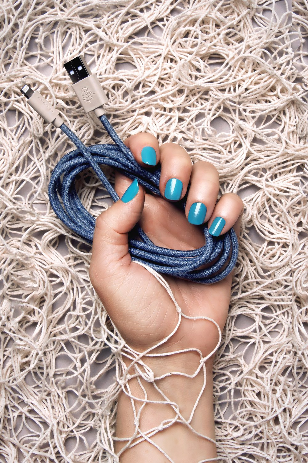 2 Meter - iPhone Lightning cable - Made from recycled fishing nets