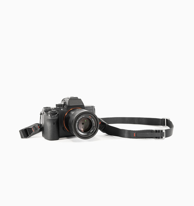 Peak Design Leash V.2: Quick-connecting versatile camera strap