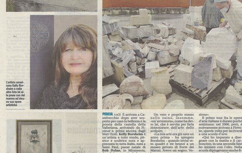 crop of middle section of art article in Italian with photo of sculptor and painter Kelly Borsheim