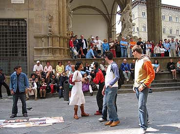 Mime gReY performs in front of the Loggia dei Lanzi in Florence Italy