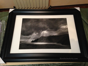Spotlight in black plastic frame and plexiglass acrylic from IKEA, for safe shipping