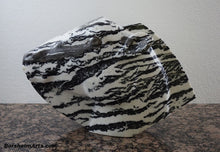 Load image into Gallery viewer, Zebra Lips Black and White Marble Sculpture