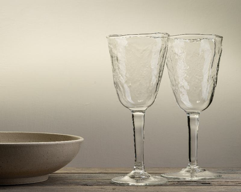 Handblown wine glass with leaf texture