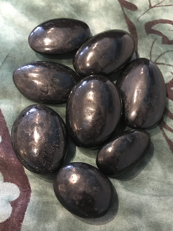 Black tourmaline palm stones