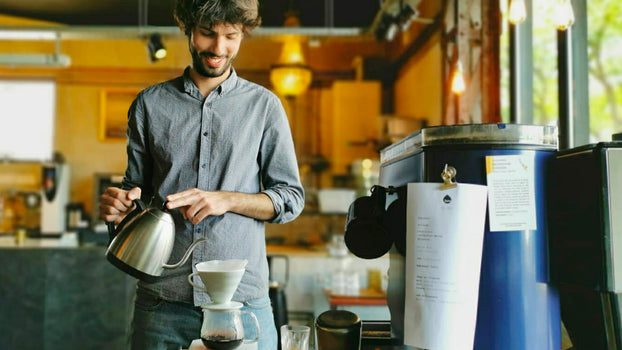 Formation barista, communication, reconversion : interview avec Thomas Hierthes