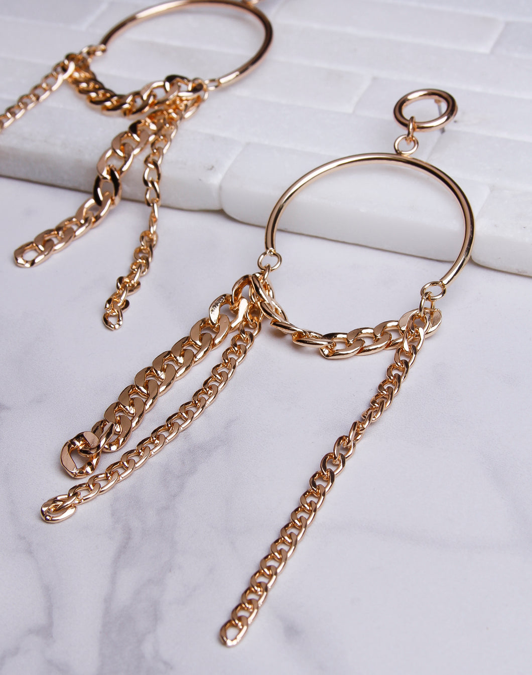 Drapped Chain Dangle