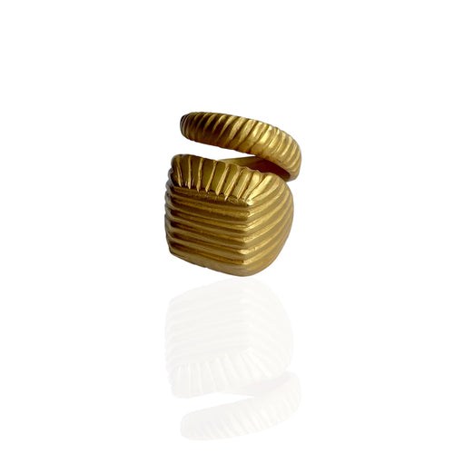Chunky pinky ring adjustable to size so you can use in any finger by Paulina Echeverri. Made in Colombia.