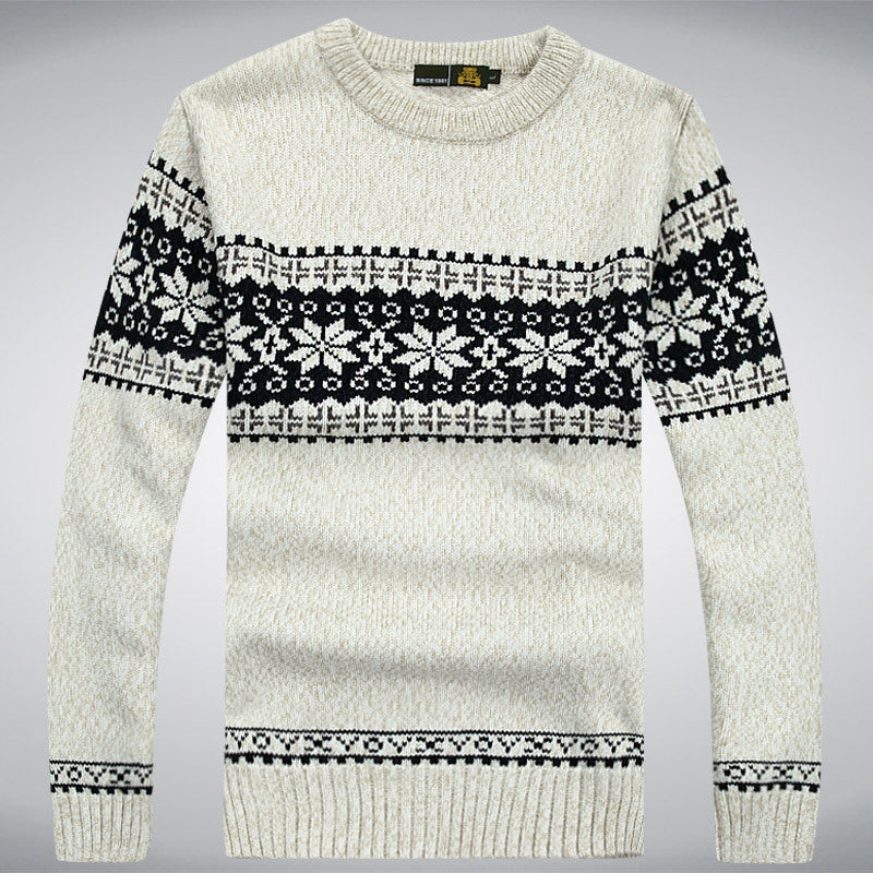 Long-sleeved sweaters with a round collar for men