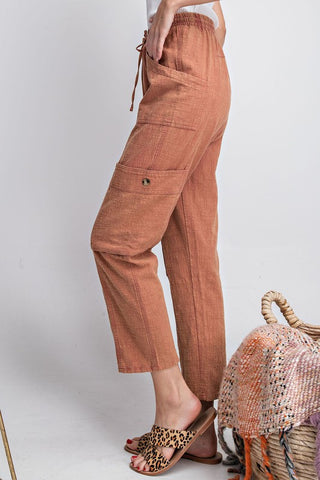 MINERAL WASH PUMPKIN COLOR LIGHTWEIGHT DRAWSTRING CROP PANT. ELASTIC AND TIE WAIST. SIDE POCKETS.