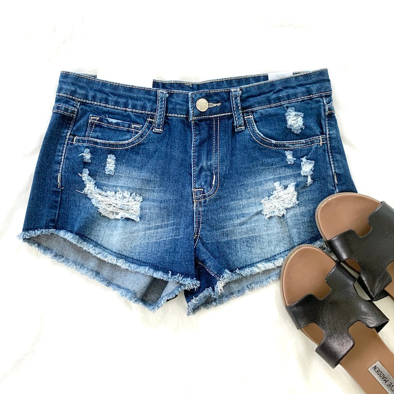 DISTRESSED DENIM CUT-OFF SHORT