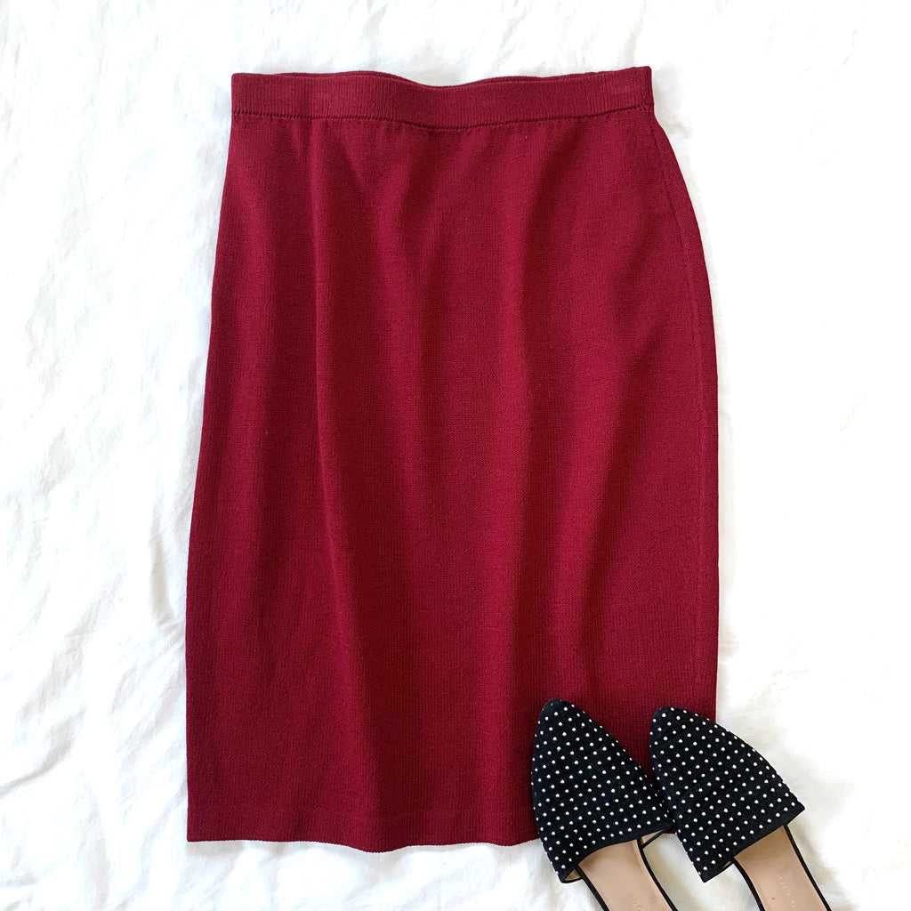 VINTAGE ST. JOHN DEEP RED BELOW-KNEE PENCIL SKIRT (RESALE)