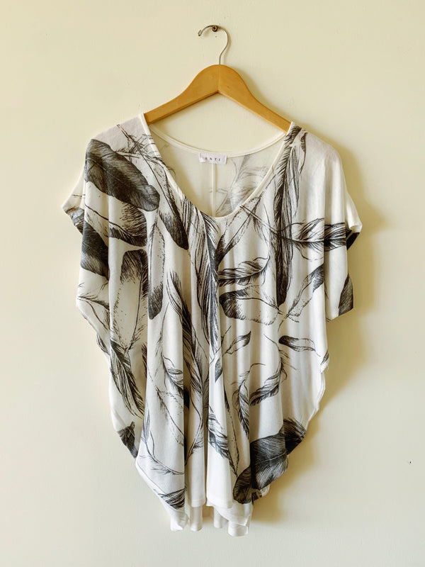 Feather Print Tee (2 colors)