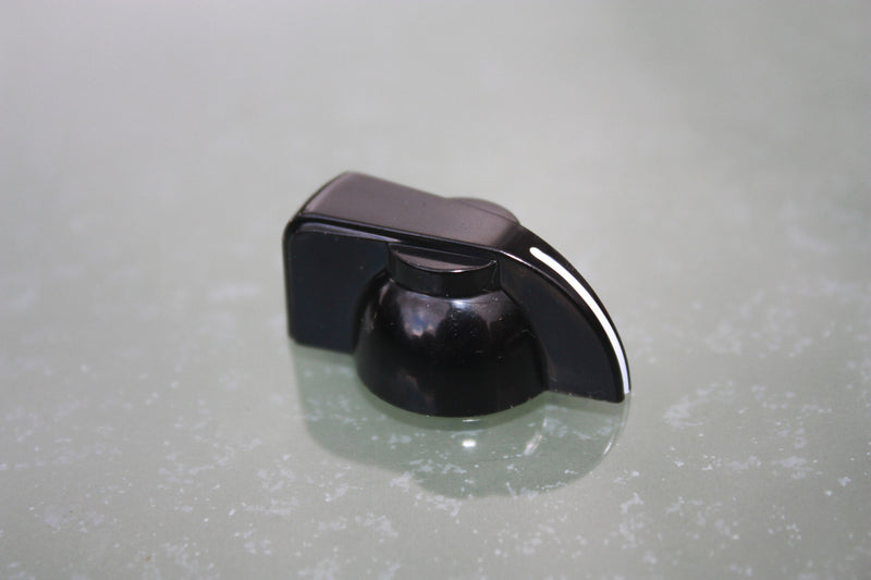 Chickenhead control knobs in black.