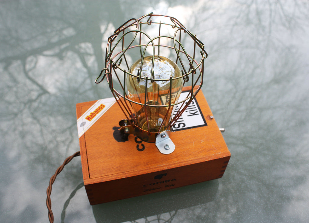 Cigar box lamp, Cohiba box, with wire mesh cover. Super cool retro style, ideal for the bedside table or living room.