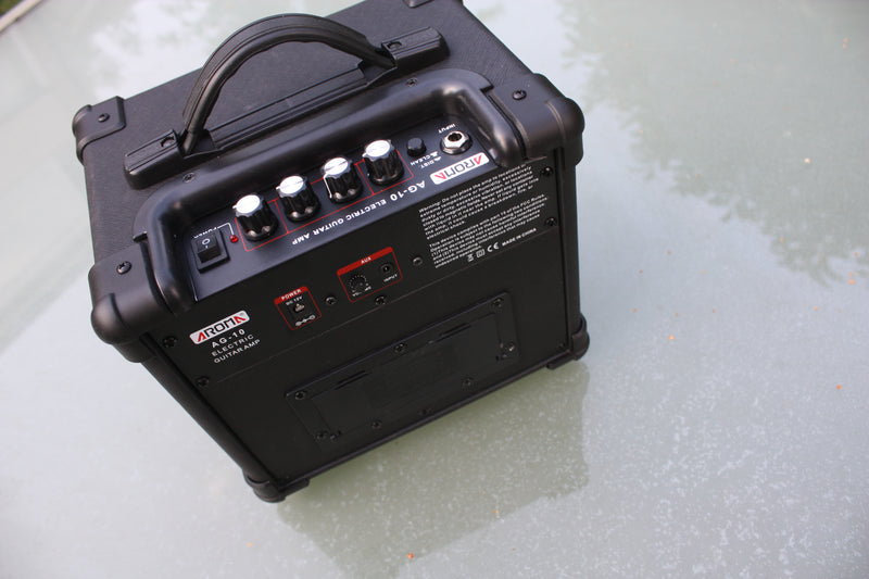 Aroma AG-10 mains/battery guitar amp. 6 AA batteries or main.