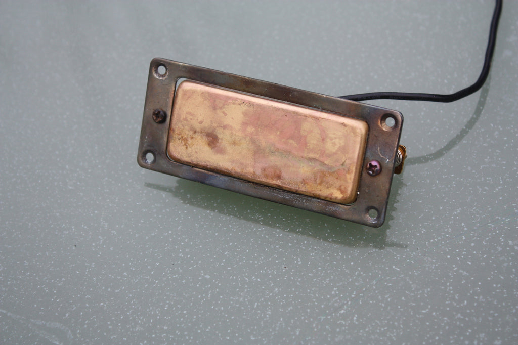 Mini Humbucker pickup aged brass with mounting ring. Fixing screws included.