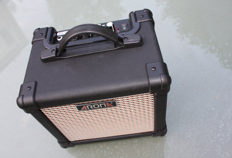 Aroma AG-10 mains/battery guitar amp.