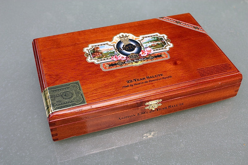 Ashton 22 year Salute cigar box made in the Dominican Republic.