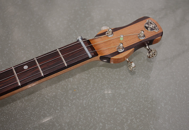 Romeo y Julieta twin pickup deluxe - SwitchMeister cherrywood 3 String Cigar Box Guitar