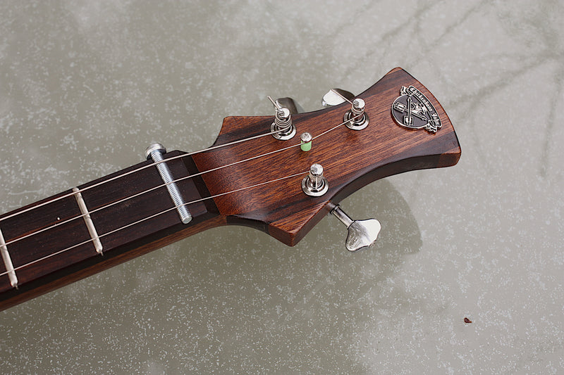 Romeo y Julieta twin pickup deluxe - SwitchMeister sapele 3 String Cigar Box Guitar