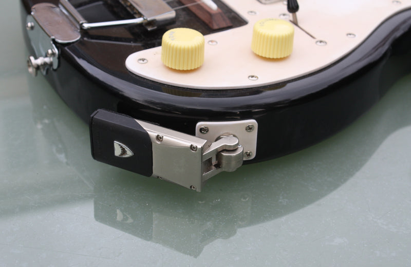 Smooth Hound Wireless guitar system, on 6 string guitar.