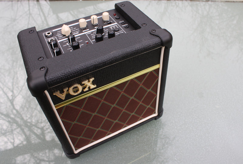 VOX Mini5 Rhythm battery/mains amp
