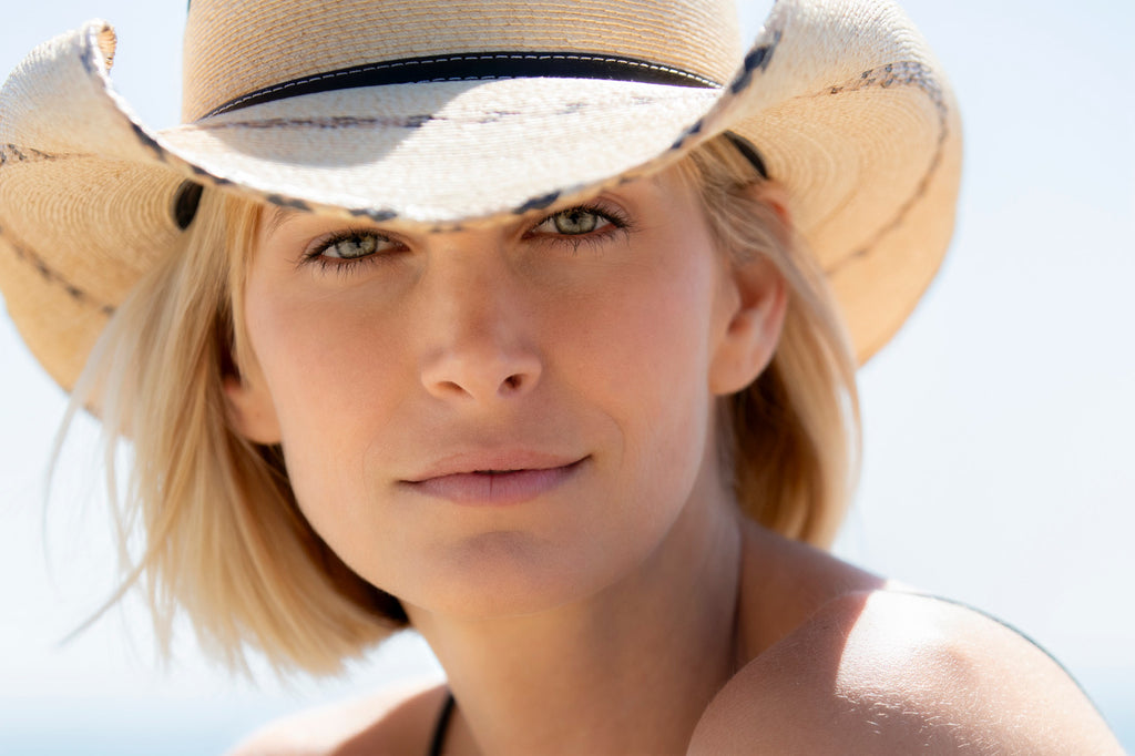 Paolo Cascio blond woman in cowboy hat head and shoulders