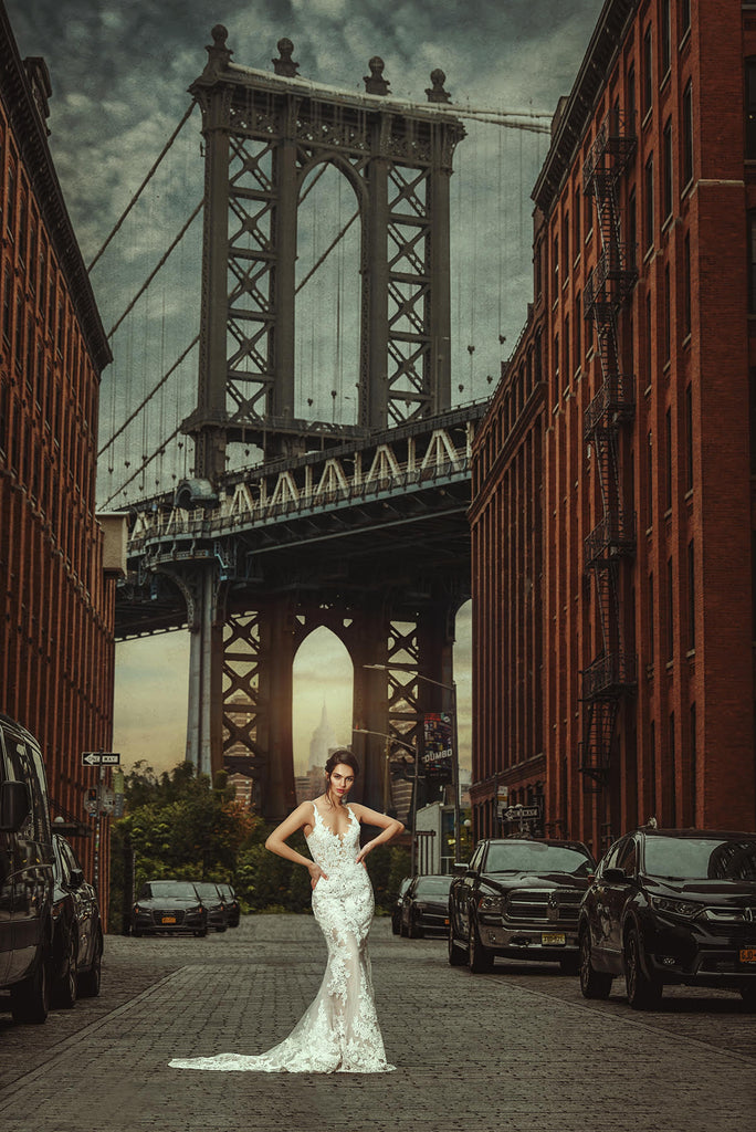 Yuliya Panchenko bride in front of Brooklyn Bridge