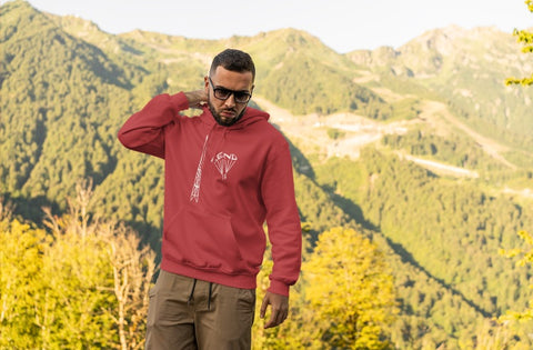 This red hoodie is soft, smooth and stylish. It is the perfect choice for the cooler evenings, the early morning jump of when you want a bit extra. It has soft cotton faced fabric, double fabric hood with self colour drawstring and front pouch pocket. It has an antenna and 'send it' shaped as a parachute printed on front.