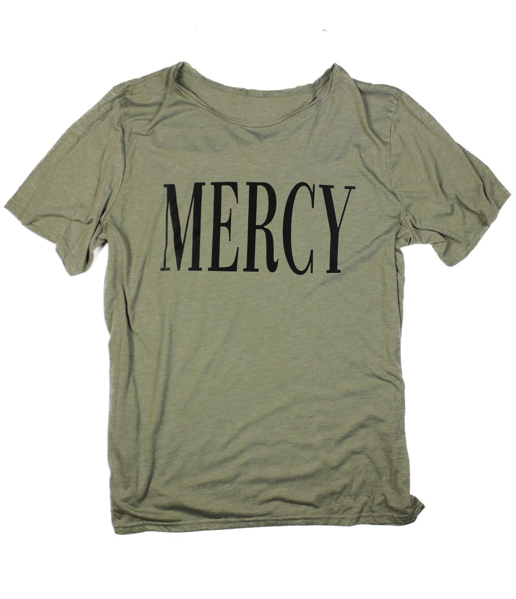 MERCY OLIVE RAW NECK T-SHIRT