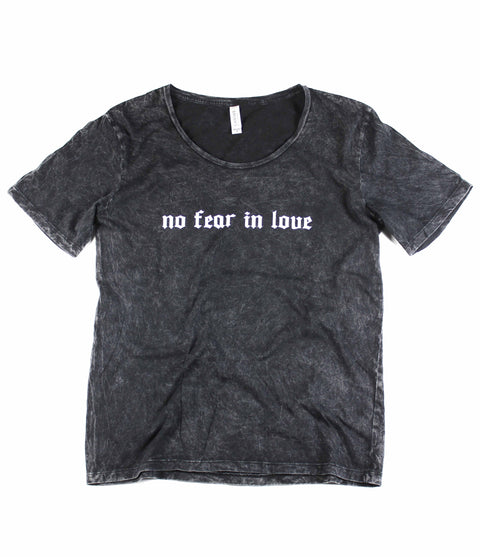 NO FEAR IN LOVE MINERAL WASH TEE