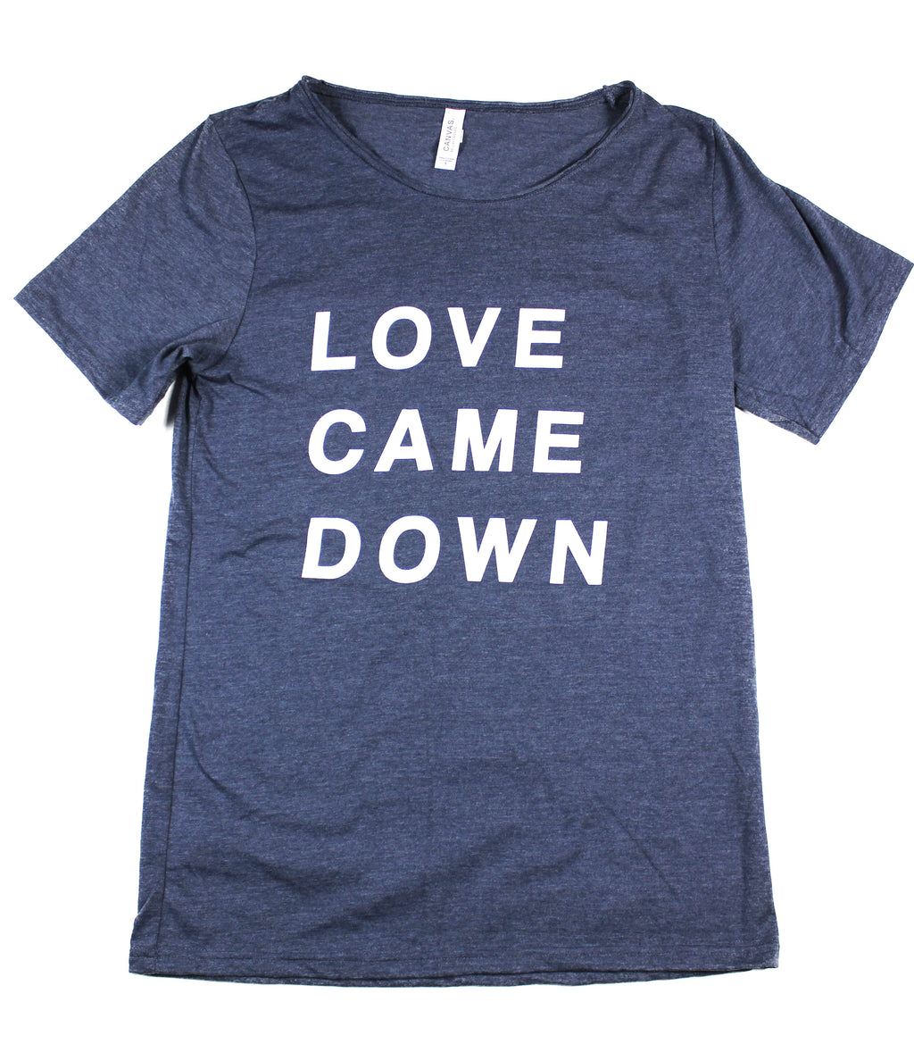 LOVE CAME DOWN NAVY RAW NECK T-SHIRT