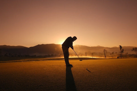 A person with a good golf stance