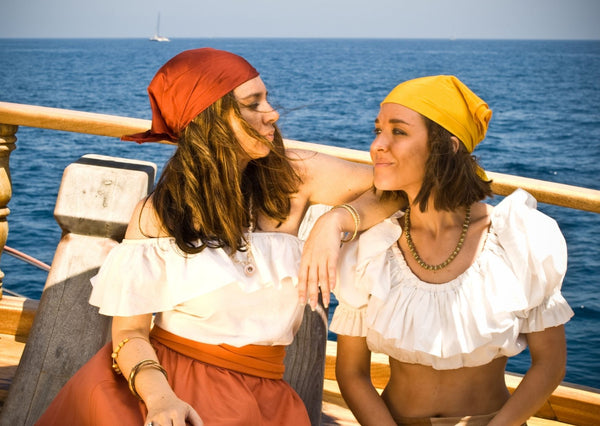 female pirate cotsumes