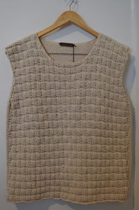READY TO GO BEIGE BASKET SLEEVELESS SHIRT