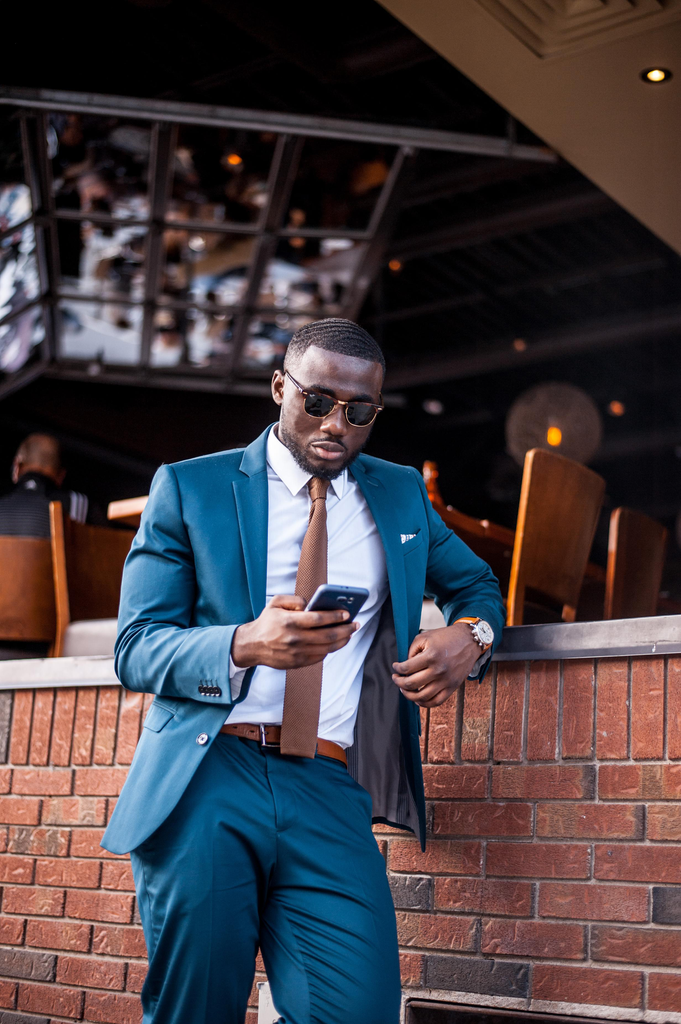 Jesse Aboagye Teal Suit and Brown Knit Tie Look 1