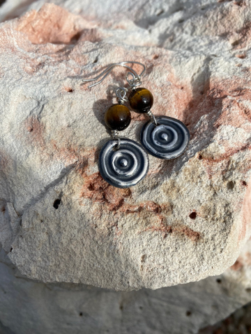 "Ngulburnan, yuriyawi ""Waterhole Tigers Eye Sterling Silver Waterhole Earrings"