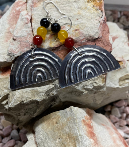 "Yulubirrngiin, gunhungurraan ""Rainbow"" Earrings Agate"