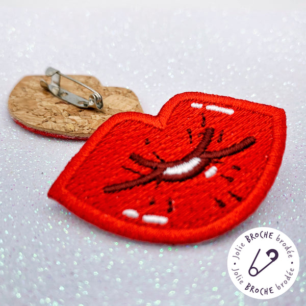"Broche ""Kiss"" rouge ou rose"