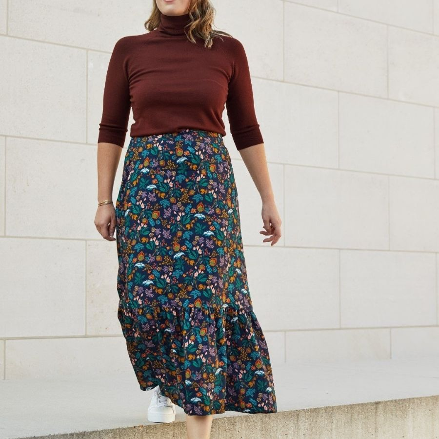 Atelier Jupe Dark Blue viscose in colourful print skirt view