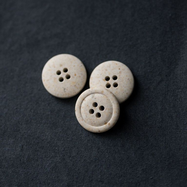 Merchant & Mills Recycled resin buttons 20mm in white