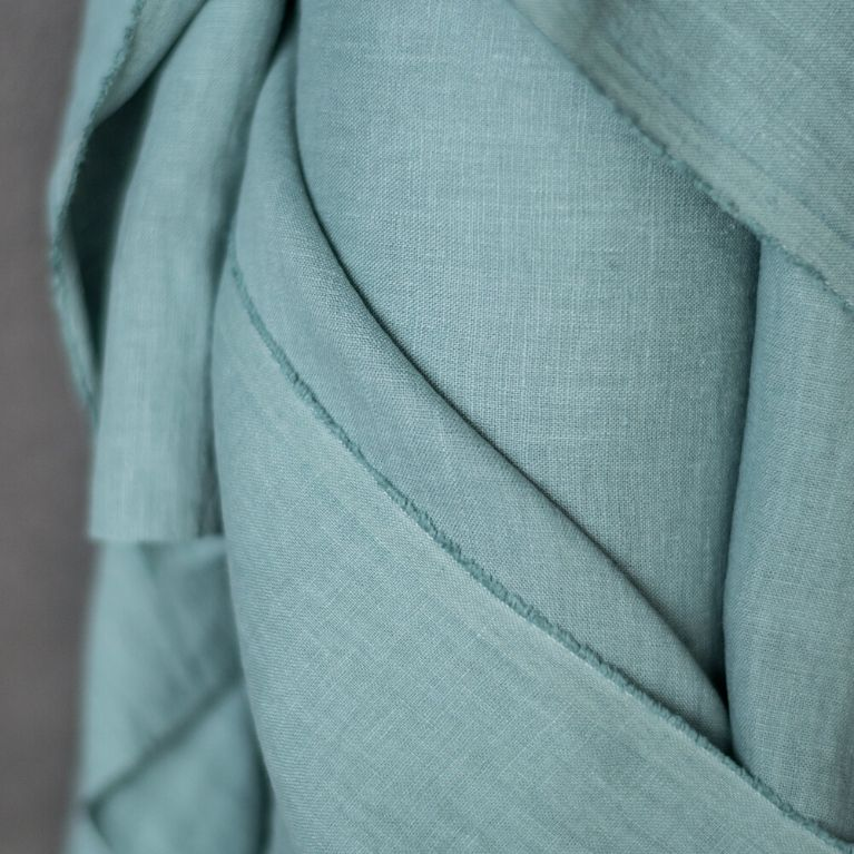 Merchant & Mills Linen 185gsm in Soapy Cove close up