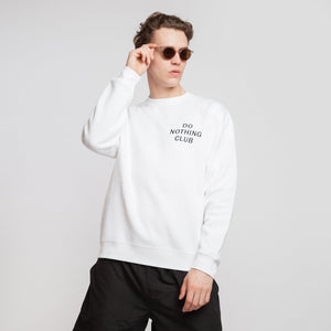 "BRINGING VACATION. EVERYDAY. ENJOY LIFE.  Der Do Nothing Club Sweater besteht aus einem weichen Baumwollmix und ist mit einer Brustbestickung akzentuiert.   Über das Produkt 80% Baumwolle / 20% Polyester ""Do Nothing Club"" - Stick auf der Brust Soft touch, innen angeraut Unisex fit. DO NOTHING CLUB SWEATER. ON VACATION."