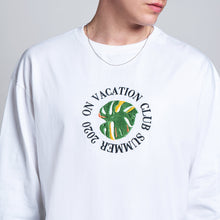 Laden Sie das Bild in den Galerie-Viewer, BRINGING VACATION. EVERYDAY. ENJOY LIFE.  Round Leaf Longsleeve aus 100% organischer Baumwolle und Stick auf der Brust.  Über das Produkt 100% organische, feste Baumwolle Stick auf der Brust Soft Touch Unisex Fit  Größe Unisex. ROUND LEAF LONGSLEEVE. ON VACATION.