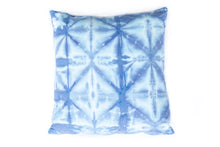 Load image into Gallery viewer, INDIGO SHIBORI THROW PILLOW