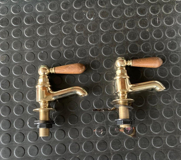 BT15W No 2 Pillar taps solid brass with wooden levers