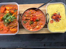 Load image into Gallery viewer, Spinach, Chick Pea and Tomato Curry 650ml