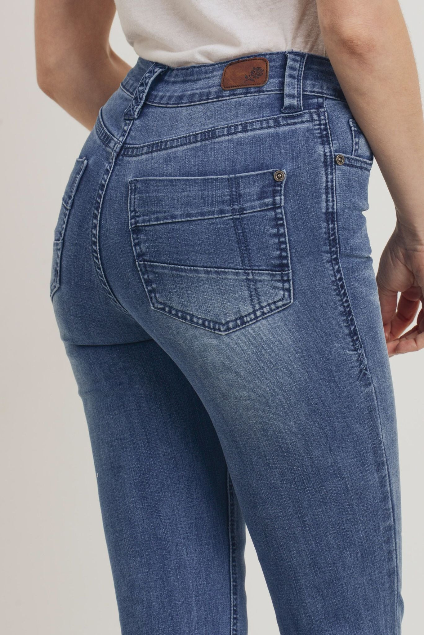 Sustainable Straight Jeans – Light Wash