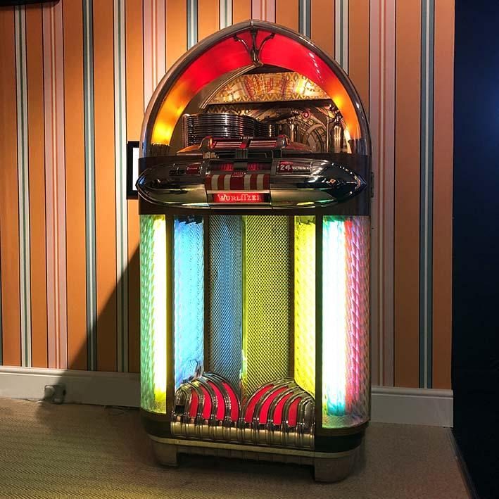 Original 1948 Wurlitzer 1100 Jukebox