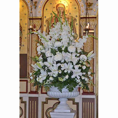 St Nicholas East Melbourne white altar flowers